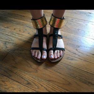 Sam Edelman Black & Gold Sandal size 9